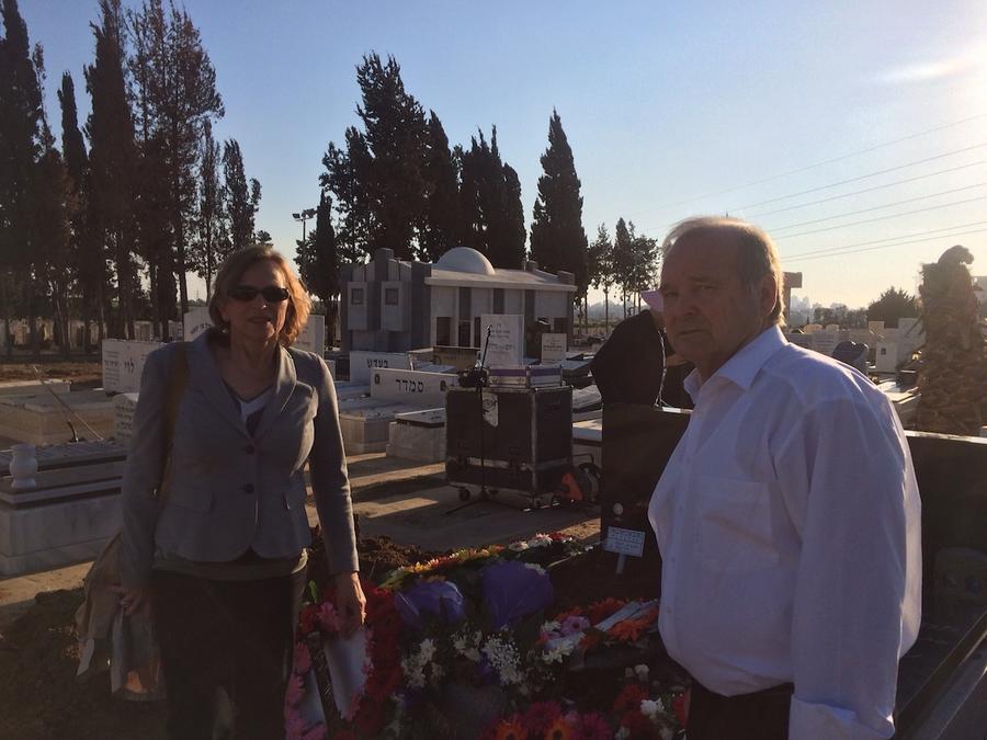 OB Grabe-Bolz und Egon Fritz bei der Trauerfeier von Bar Menachem in Israel