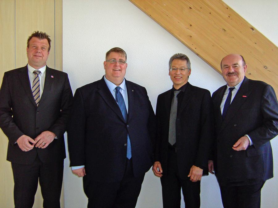 RP Dr. Lars Witteck (Vorsitzender Mittelhessen e.V.), Jens Ihle, Uwe Hainbach (Vorsitzender der Gesellschafterversammlung) und Klaus Repp (stellvertretender Aufsichtsratsvorsitzender) (v.l.n.r.)