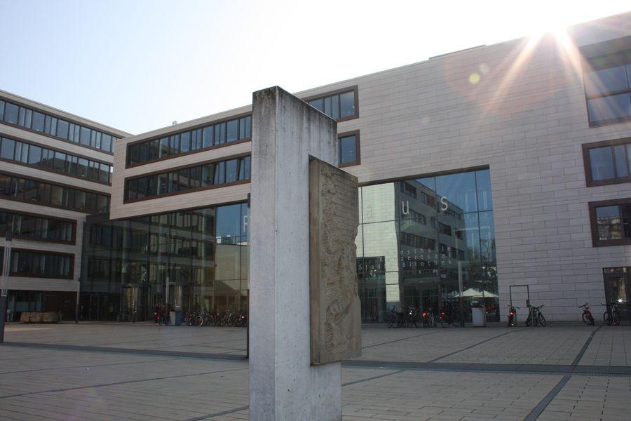 Mahnmal vor dem Rathaus in Gießen