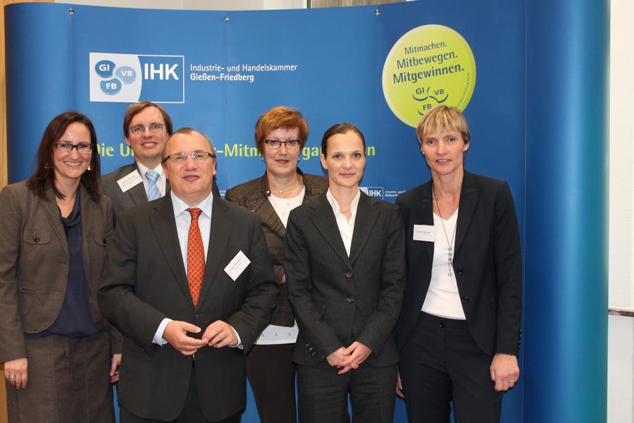 Das Referententeam und Vertreter der IHK