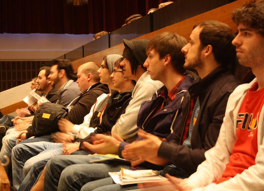 Aufmerksame Zuhörer beim Semesterstart in der Gießener Kongresshalle