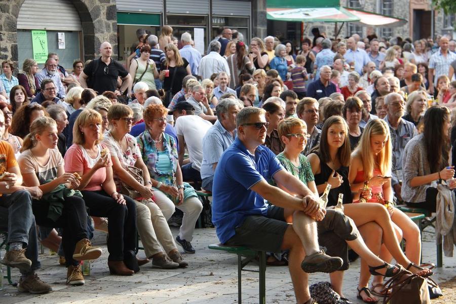 Publikum beim Musikalischen Sommer 2015 auf dem Schiffenberg