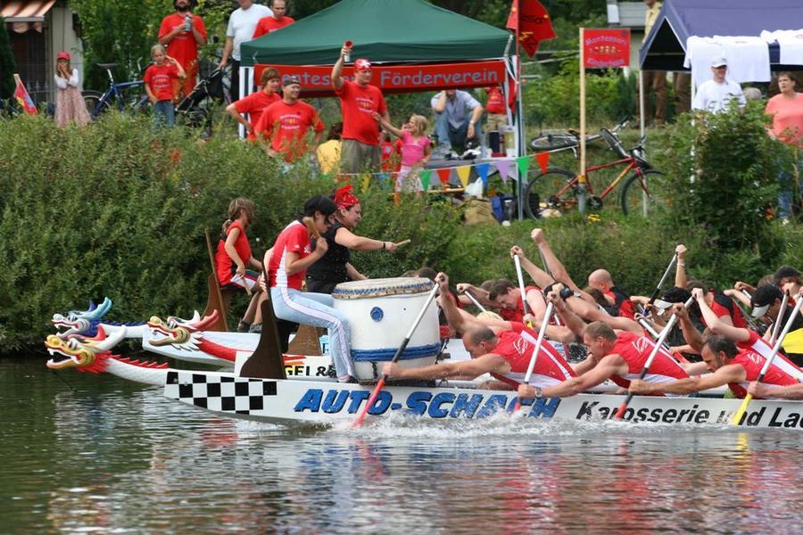 Drachenbootrennen auf der Lahn beim Stadtfest