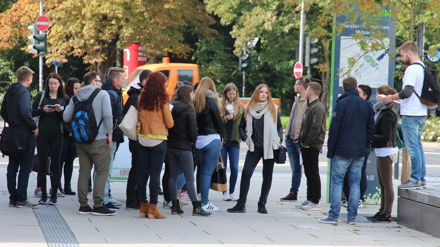 Studienanfänger in Gießen erkunden den Campus