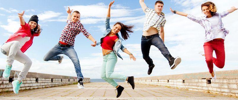 Junge Menschen springen iin die Höhe - Grafik der Plattform www.jugendpflege-giessen.de