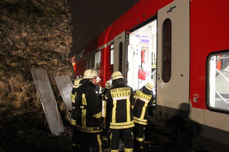 Freiwillige Feuerwehr übt Einsatz bei Bahnunfall_3