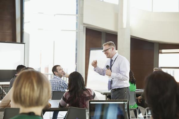 Animated speaker at presentation in classroom.