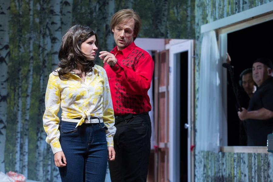 Eugen Onegin - Szene im Stadttheater