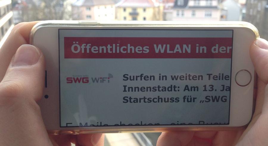 Blick auf ein Smartphone mit der Seite SWG-WIFI