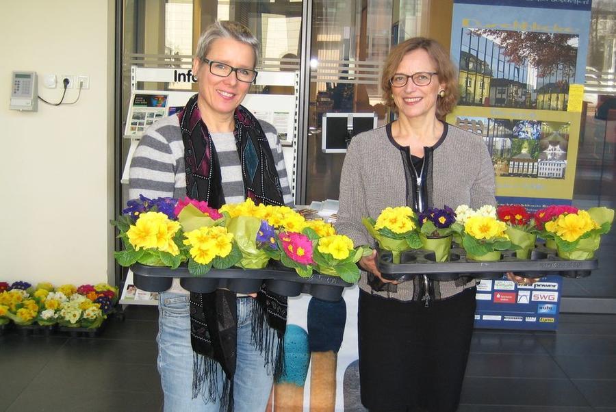 Gleichstellungsbeauftragte Stibane (links) und OB Grabe-Bolz