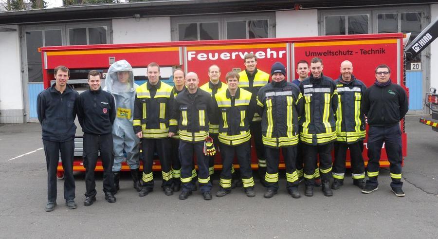 Teilnehmer CSA-Lehrgang 2016 bei Feuerwehr Gießen - links die beiden Ausbilder