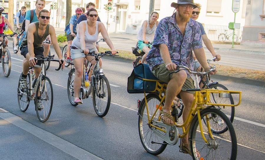 Stadtradeln - Eine Gruppe Fahrradfahrer in Gießen