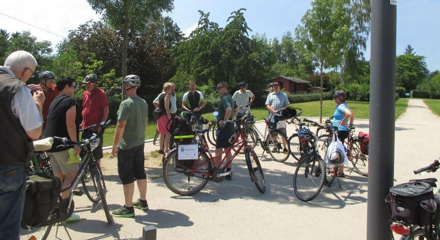 Gruppe Fahrradfahrer macht eine Pause - Stadtradeln 2016