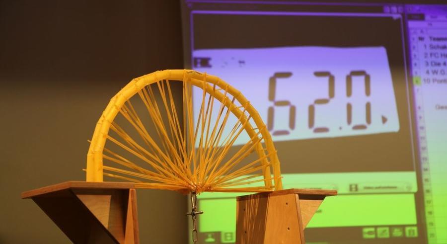 Spaghettibrückenwettbewerb im Mathematikum