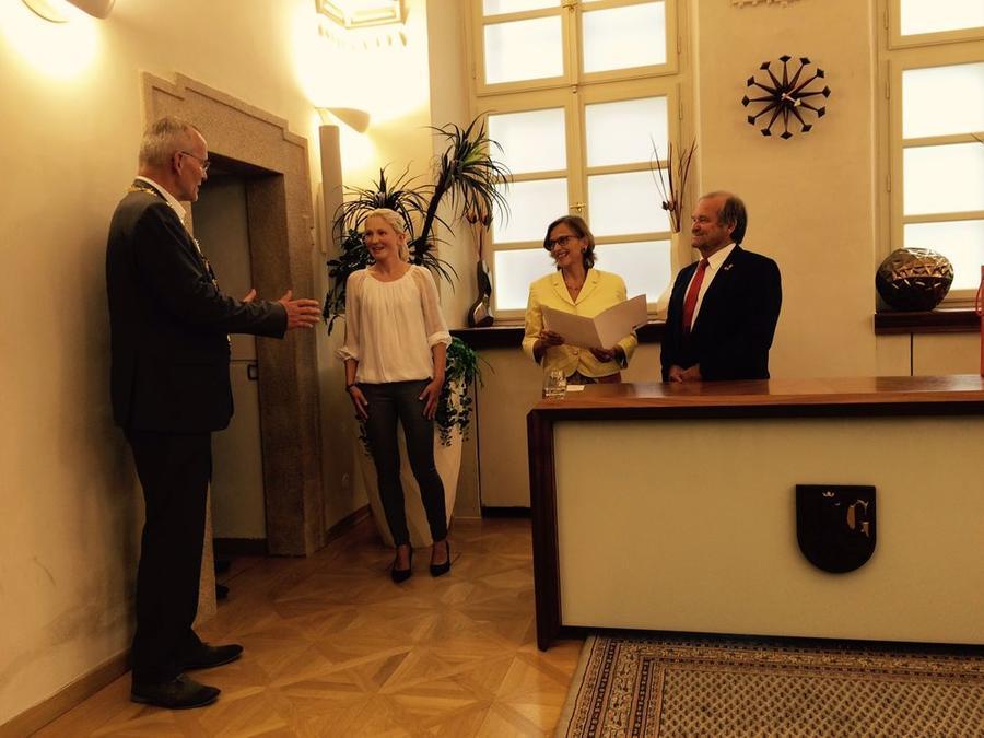 Oberbürgermeister Dr. Fink aus Gießens Partnerstadt Hradec Kralove empfängt die Gießener Delegation um OB Grabe-Bolz
