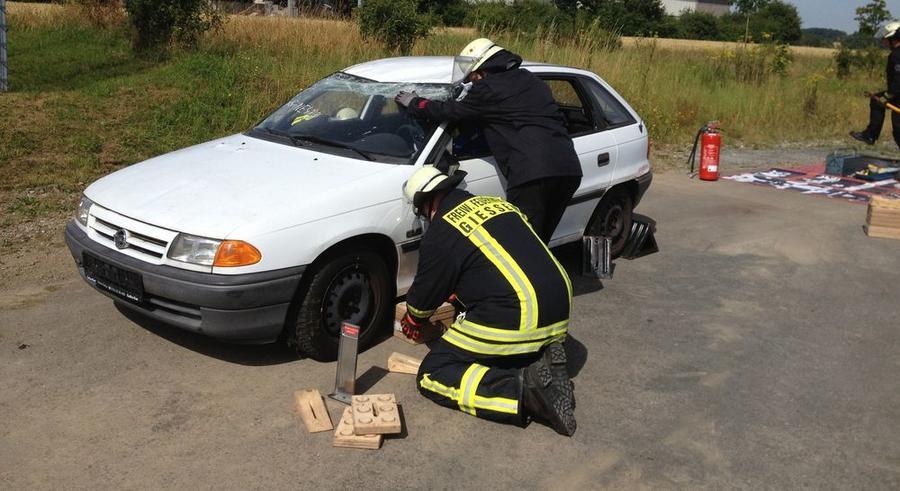 Feuerwehrübung - Fahrzeug wurde gegen Wegrollen gesichert