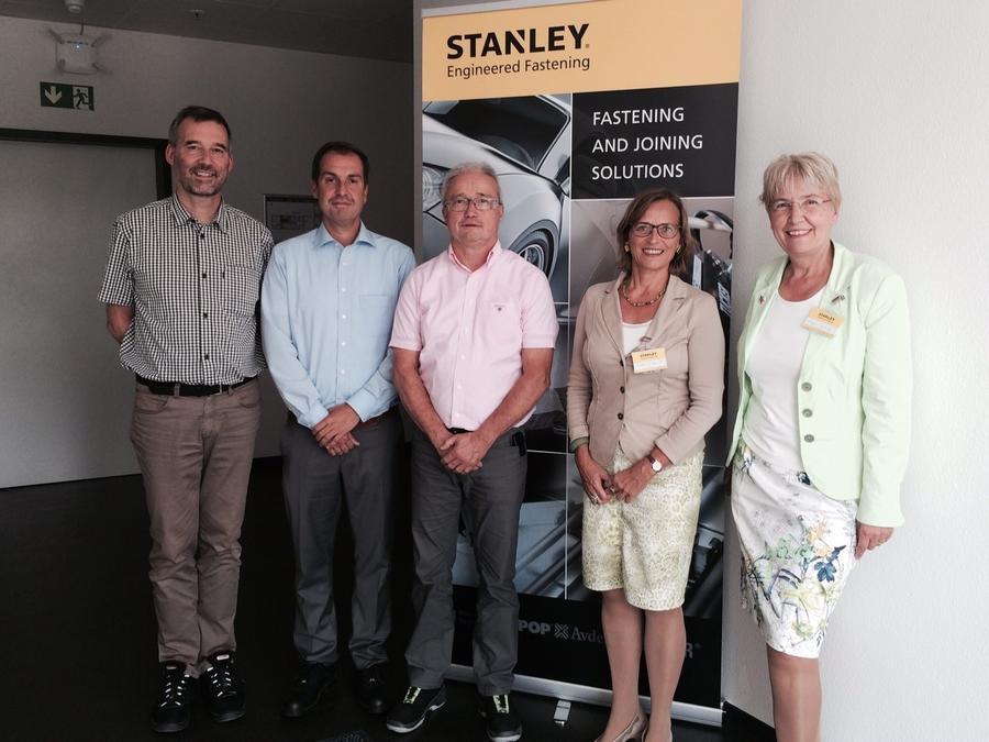 Von links: Michael Muth, Thomas Ehrhardt, Burkhard Butz (alle Tucker GmbH), Dietlind Grabe-Bolz, Gerda Weigel-Greilich