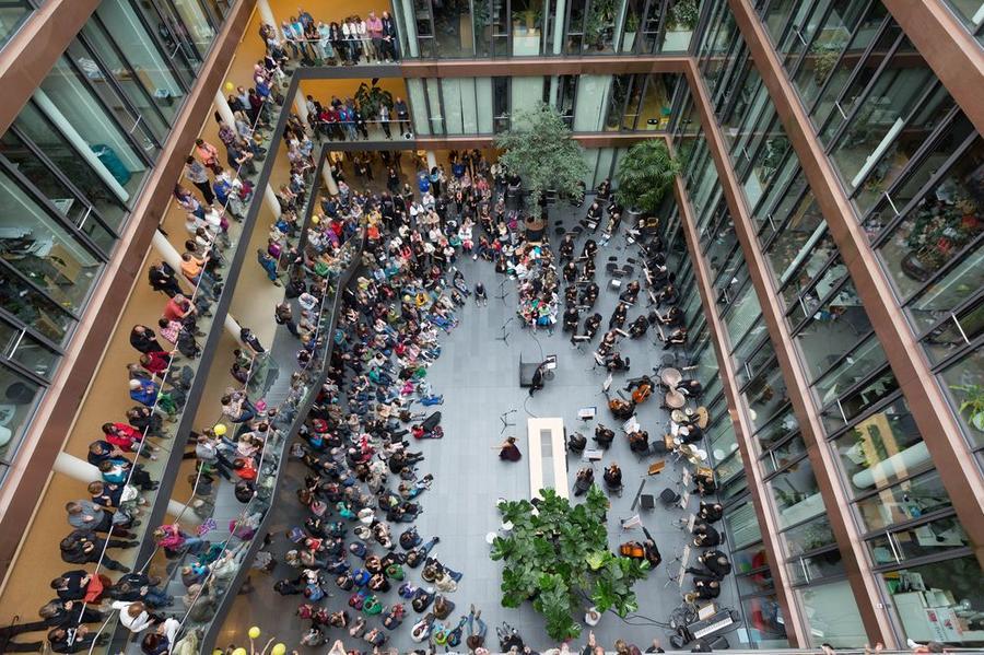 Blick in das Atrium des Rathauses beim Kulturfest 2015
