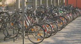 Fahrräder am Bahnhofsvorplatz