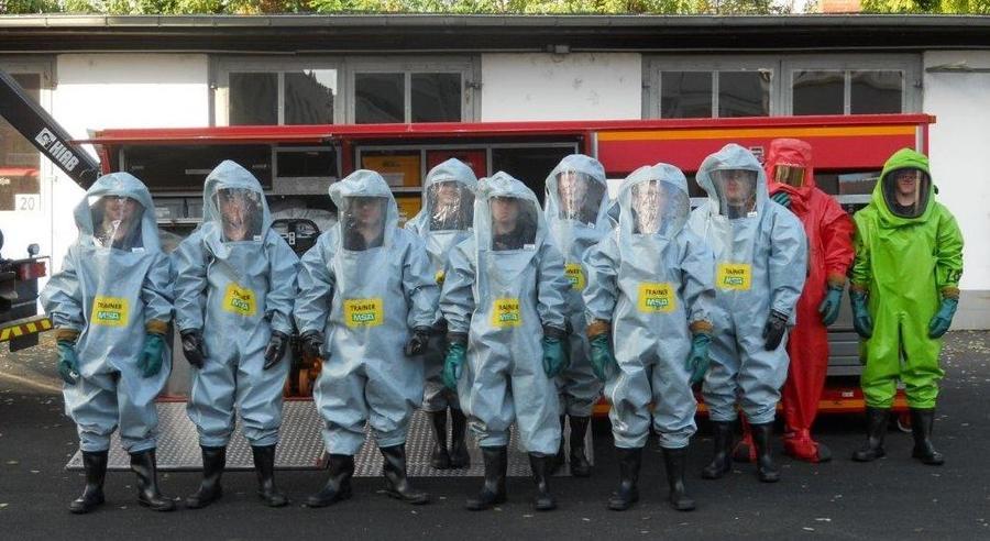 Lehrgang für Schutzanzüge bei der Feuerwehr Gießen