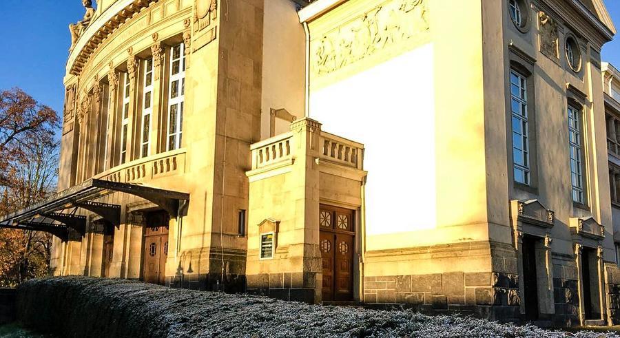 Fassade des Stadttheaters Winter 2