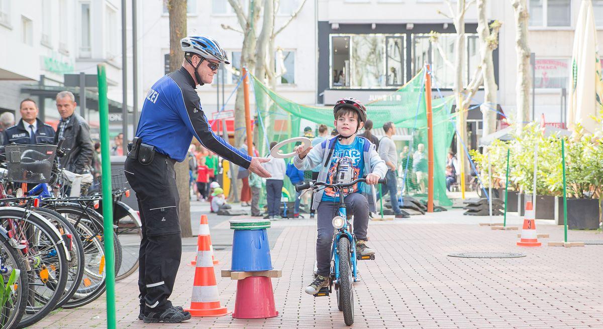 Fahrradparcours bei Sport in der City in Gießens Innenstadt