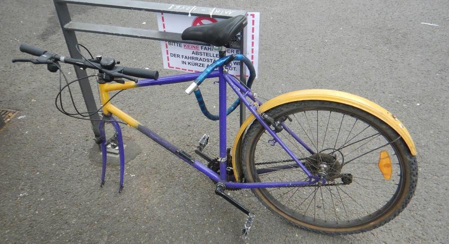 Schrottrad in der Innenstadt
