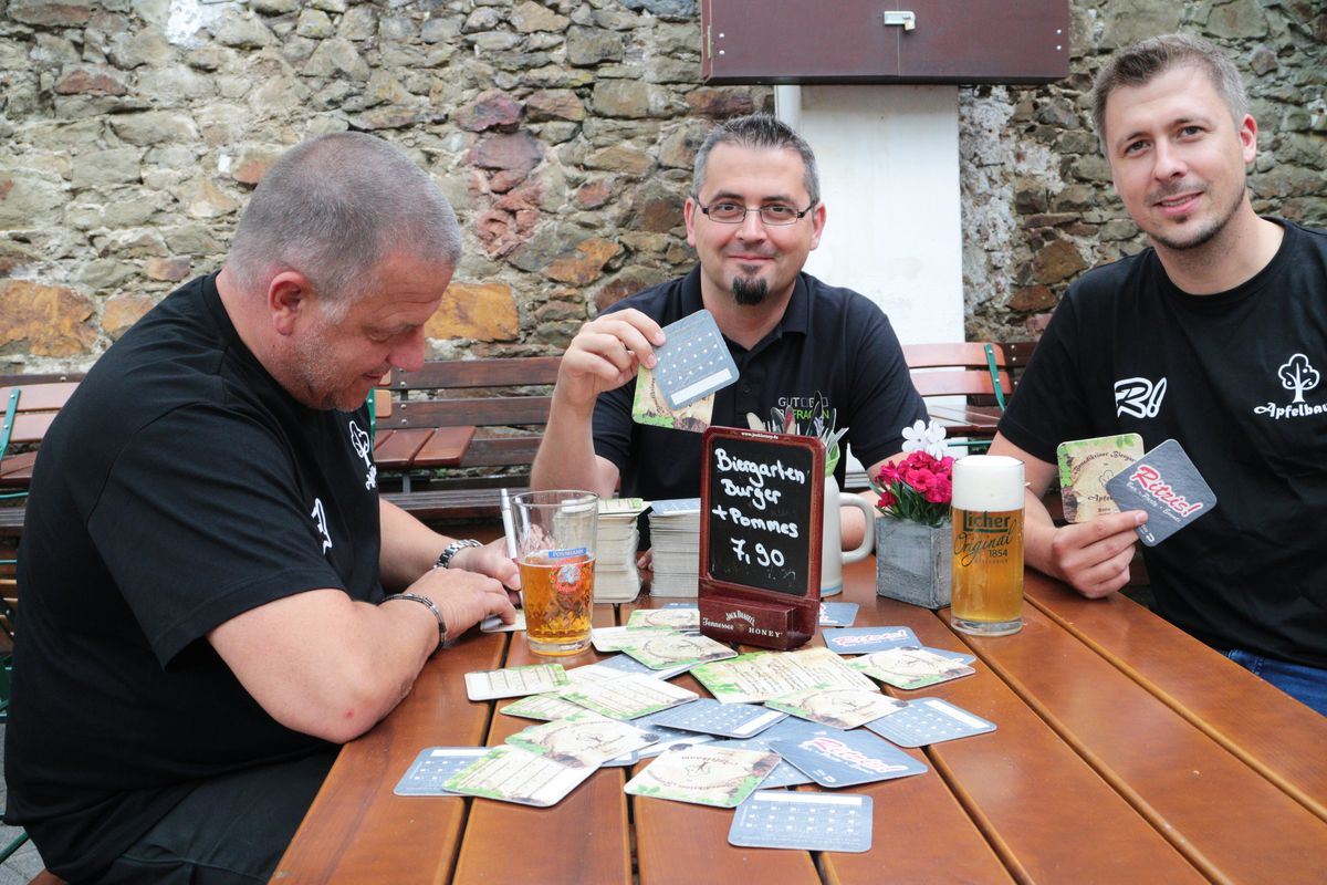 Testlauf für die Bierdeckelbefragung: Torsten Ströher, Ralf Schultheiß und Sascha Homfeld