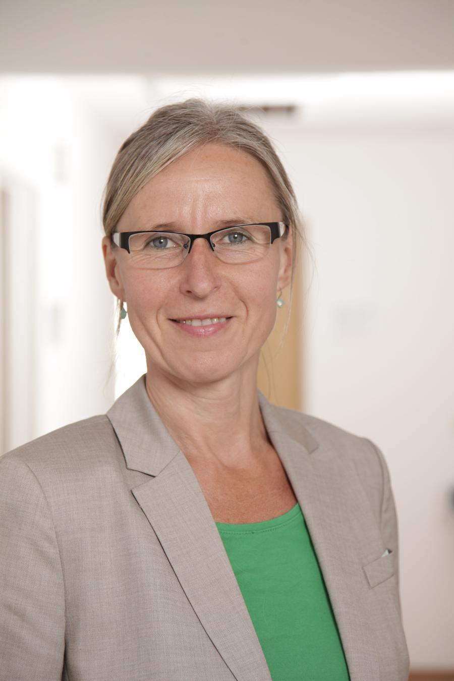 Regionalmanagerin Anette Kurth (Verein Region GießenerLand e. V.) berichtet beim Gründerstammtisch Gießen am 15.07.2017 über die Möglichkeiten einer LEADER-Förderung für Gründungsinteressierte aus dem ländlichen Raum (Quelle: privat)
