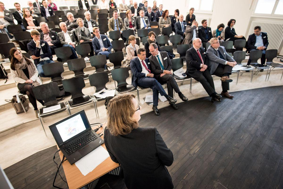 Manuela Wehrle bei einem Vortrag beim Regionalforum