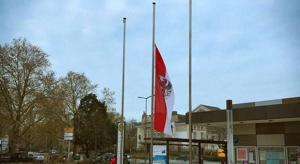Beflaggung Halbmast Gießen-Fahne