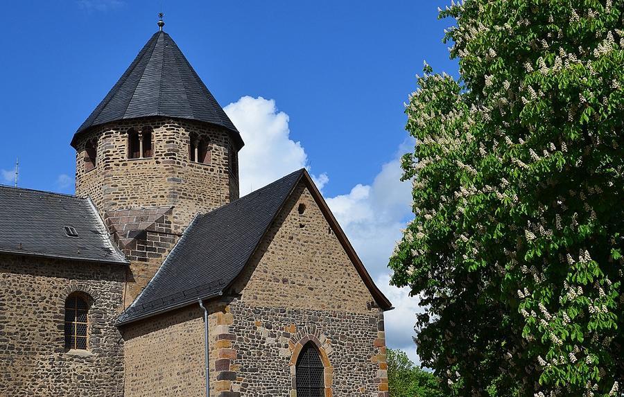Basilika auf dem Schiffenberg - Teilansicht