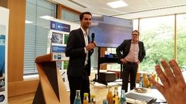 """""""Dr. Detlef Terzenbach von der Hessen Trade & Invest (rechts) und Nicolas Bongs aus dem hessischen Wirtschaftsministerium (links) informierten rund 40 interessierte Unternehmerinnen und Unternehmer über Innovationsförderung in Mittelhessen."""" Foto: A. Bette"""