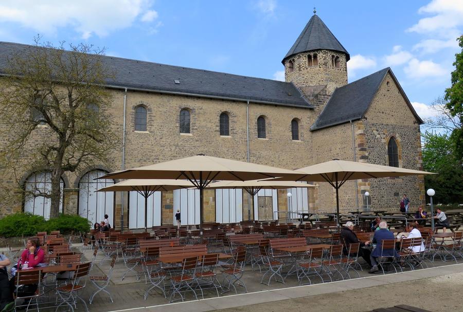 Basilika auf dem Schiffenberg - Seitenschiff Außenansicht Mai 2017