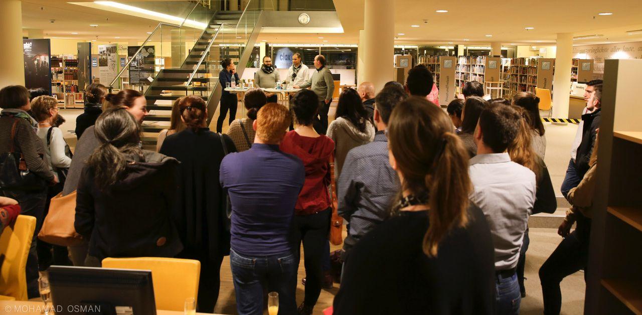"""Eröffnung der Ausstellung """"Yallah!? - Über die Balkanroute"""" in der Stadtbibliothek Gießen"""