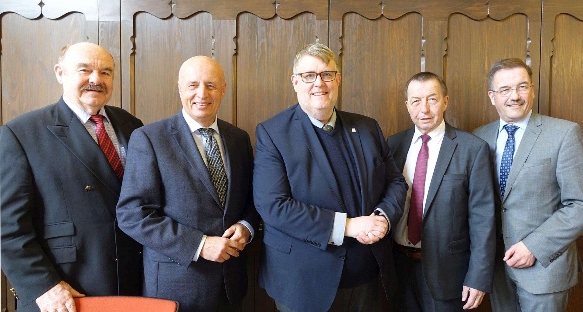 Gruppenbild Mitglieder der Gesellschafterversammlung des Regionalmanagements Mittelhessen