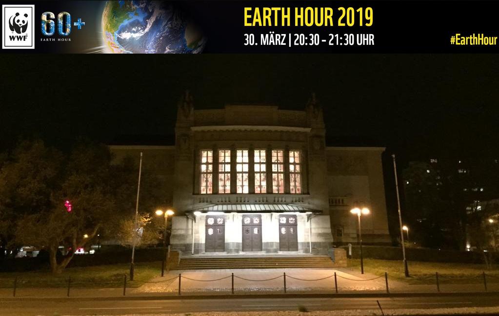 Stadttheater mit Banner Earth Hour 2019