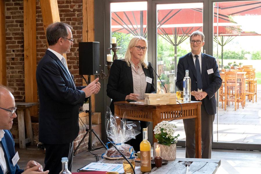 Die neue Vorsitzende des Netzwerks Wirtschaft, Sabine Fremerey-Warnecke (Mitte) mit Dr. Christoph Ullrich (links) und Klaus Rohletter (rechts)