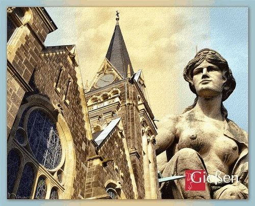 Johanneskirche mit Muse Melpomene (Figur über dem Stadttheater-Portal)