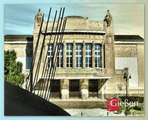 Stadttheater mit Röntgendenkmal