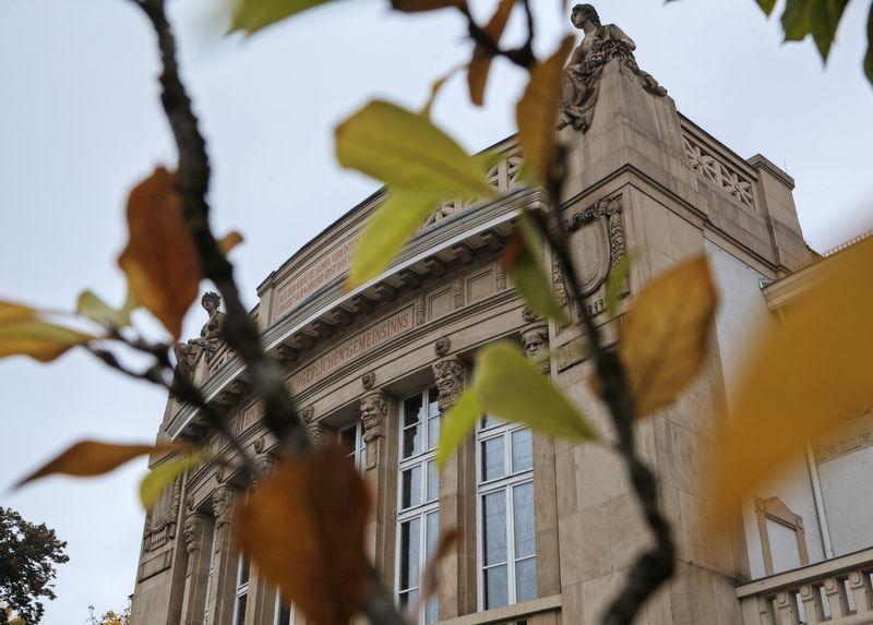 Stadttheater Gießen im Herbst