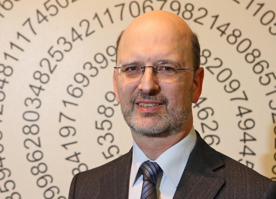 Prof. Albrecht Beutelspacher - Mathematikum Giessen