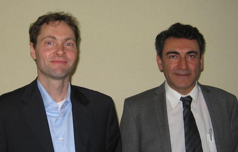 Prof. Dr. Wolfgang Maison (Universität Hamburg) und Dr. rer. nat. Davar Feili (Justus-Liebig Universität Gießen) zu Gast bei timm, dem Kooperationsnetzwerk für die Medizinwirtschaft. (Foto: timm)