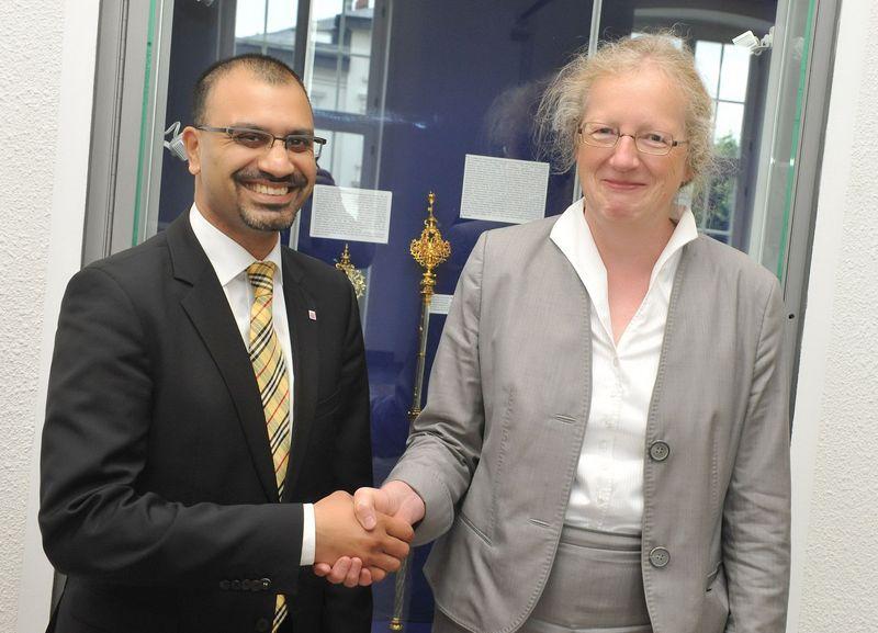 Prof. Dr. Joybrato Mukherjee, Präsident der Justus-Liebig-Universität Gießen, und Prof. Dr. Katharina Krause, Präsidentin der Philipps-Universität Marburg